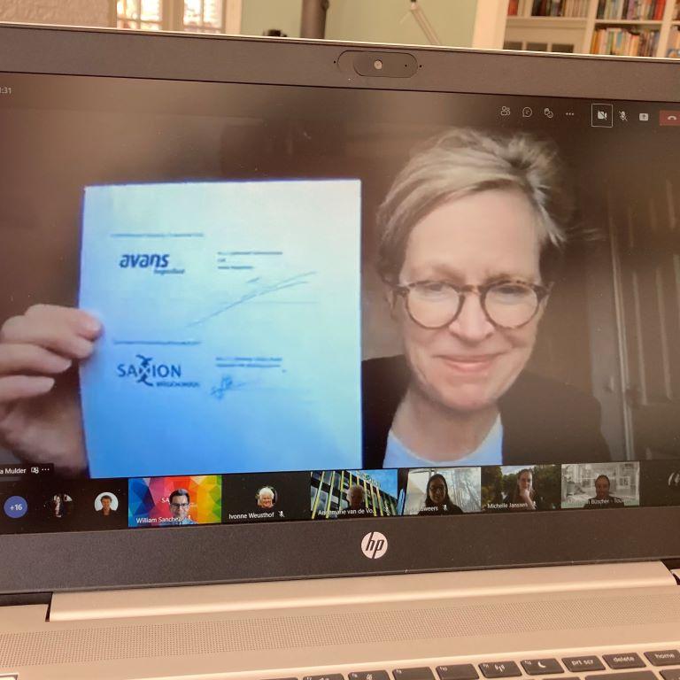 intentieverklaring onderstekening met logo Saxion zichtbaar op beeldscherm